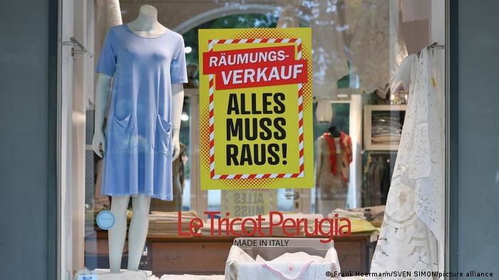 Niemiecki handel chce rozwiązań, które zachęcałyby do przekazania niesprzedanej odzieży potrzebującym /Deutsche Welle