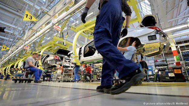 Niemiecki przemysł chce odgrywać aktywną rolę w integracji imigrantów oferując miejsca pracy /Deutsche Welle