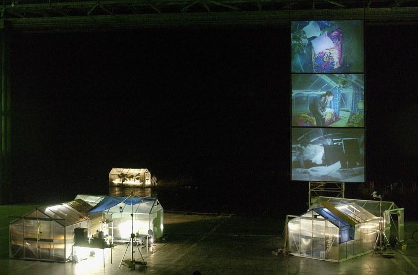 Niemiecki reżyser Martin Wuttke  w 2004 roku postanowił na płycie lotniska stworzyć przestrzeń dla przedstawień inspirowanych twórczością Stanisława Lema /Getty Images