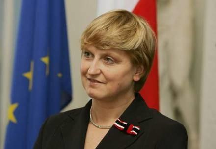 Niemieckie gazety piszą, że Polska kwestionuje traktat graniczny, minister Fotyga zaprzecza /AFP