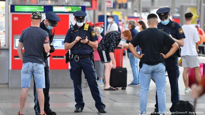 Niemieckie koleje zapowiadają zaostrzenie kontroli noszenia maseczek na dworcach i w pociągach /Deutsche Welle