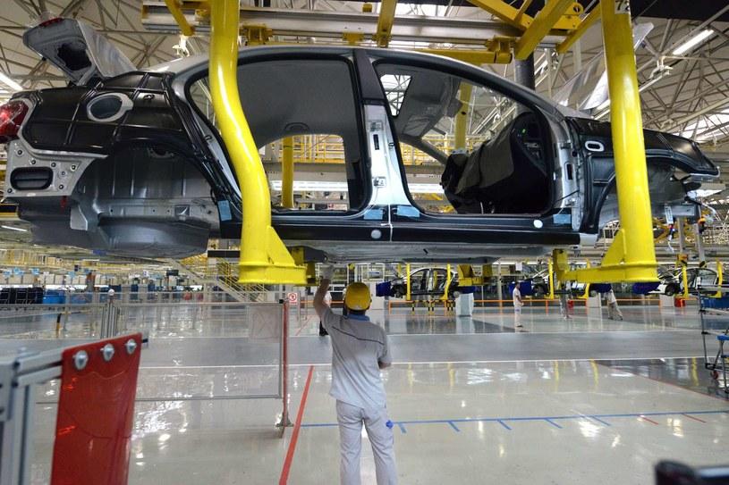 Niemieckie koncerny motoryzacyjne zapowiadają zatrudnienie tysięcy nowych pracowników /123RF/PICSEL