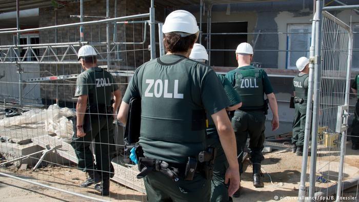 Niemieckie służby celne rozpoczęły obławę na nieuczciwych pracodawców /Deutsche Welle
