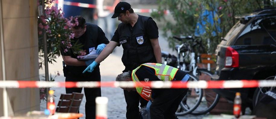 Niemieckie służby, które pracują na miejscu detonacji bomby /EPA/DANIEL KARMANN /PAP/EPA