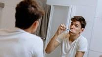 Niemycie zębów może zwiększać ryzyko zachorowania na raka?