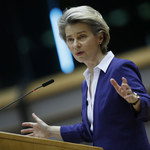 """Nieoficjalnie: KE może ukarać Polskę za """"strefy wolne od LGBT"""""""