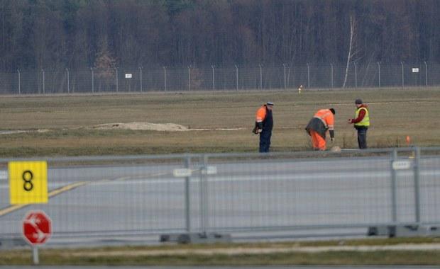 Nieoficjalnie: Obsługa lotniska w Modlinie blokowała firmie Erbud bieżące utrzymanie pasa