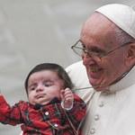 """Nieoficjalnie: Papież Franciszek zaszczepił się przeciw Covid-19. Przekonywał, że """"trzeba to zrobić"""""""