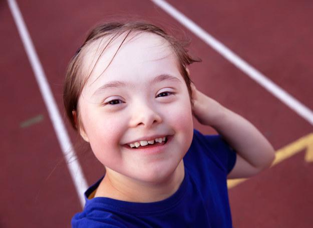 Niepełnosprawne dzieci uprawiają sport z wielką pasją /123RF/PICSEL