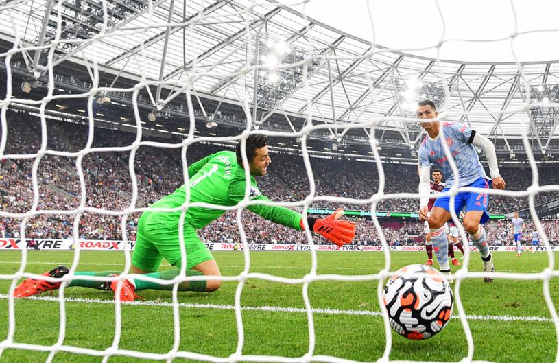 Niepewna interwencja Łukasza Fabiańskiego wystarczyła, by Cristiano Ronaldo zdobył bramkę /Justin Setterfield /Getty Images