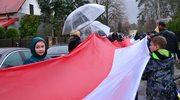 """""""Niepodległościówki"""", rekord w rozwinięciu najdłuższej flagi. Uczciliśmy Święto Niepodległości"""