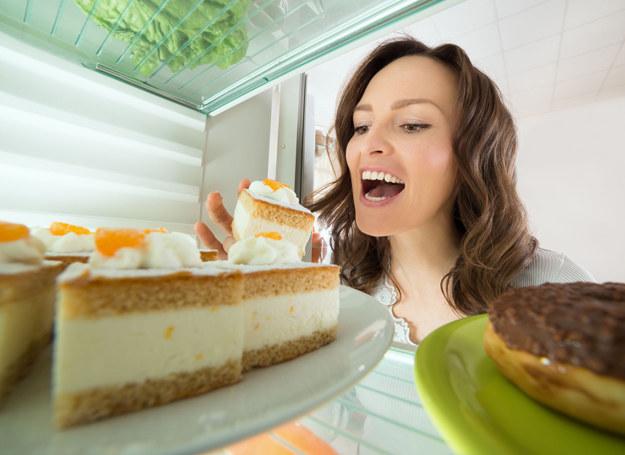 Niepohamowany apetyt na słodkości? Zwykle tego nie wiążemy z grzybicą... /123RF/PICSEL