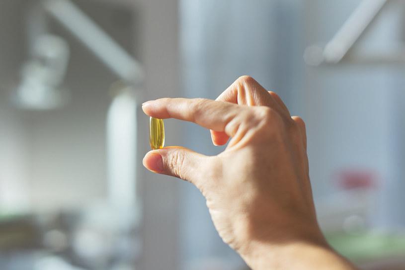 """Niepozorny lek lub """"suplement"""" może okazać się zagrażającym zdrowiu preparatem /123RF/PICSEL"""