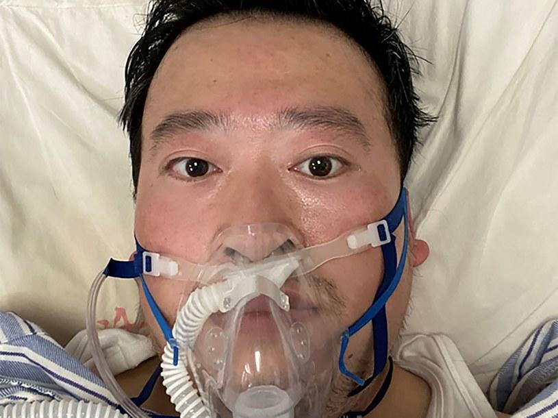 Nieprawidłowości we wczesnym stadium epidemii sygnalizował m.in. lekarz Li Wenliang. Na zdjęciu - w szpitalu w Wuhan. /AFP