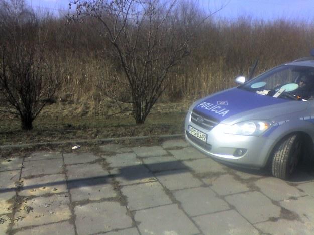 Nieprzepisowo zaparkowany na przystanku radiowóz... /Fot. autor /