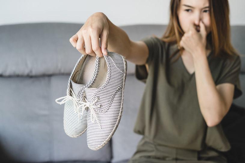 Nieprzyjemny zapach butów /©123RF/PICSEL