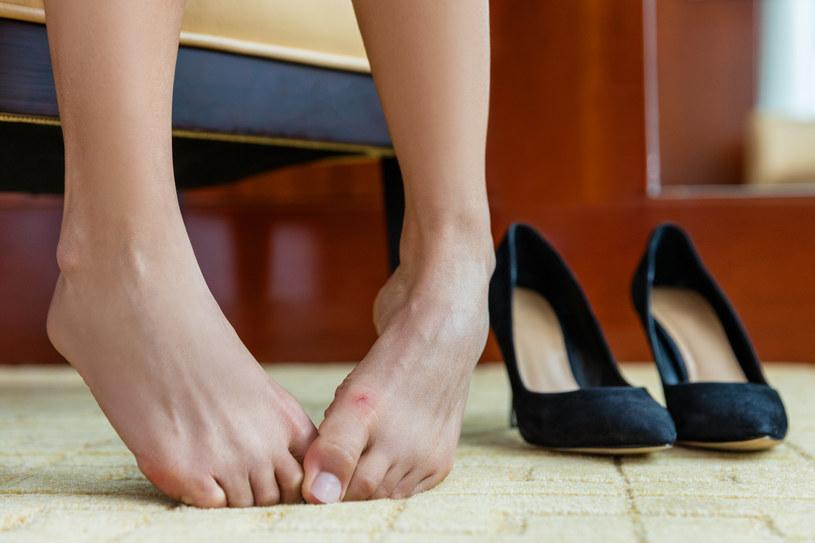 Nieprzyjemny zapach wydobywający się z butów to wstydliwy problem, który dotyka wiele osób /123RF/PICSEL