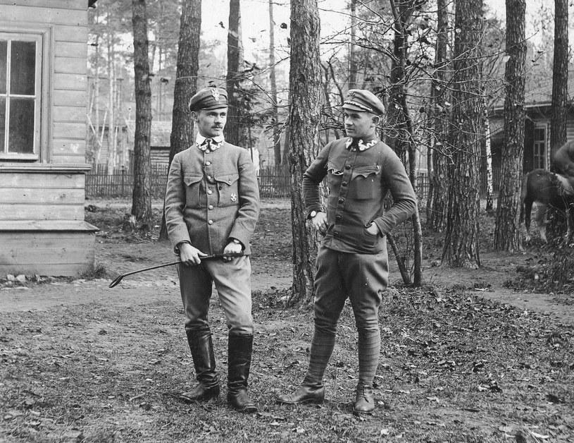 Nierozpoznani żołnierze Wojska Polskiego, zdjęcie z okresu 1919-1921 /Z archiwum Narodowego Archiwum Cyfrowego