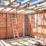 Nieruchomości: Domy przegoniły mieszkania, działki przegoniły domy