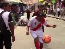 Niesamowita żonglerka emeryta