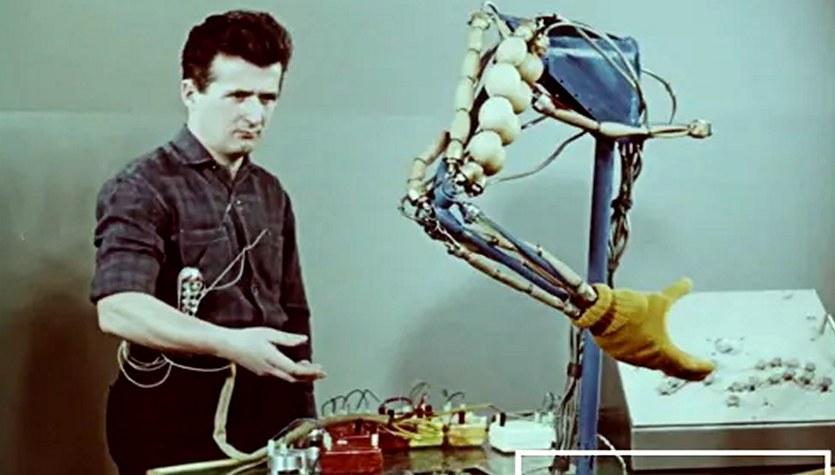 Niesamowity pokaz bionicznej ręki zbudowanej przez Polaka 53 lata temu [WIDEO]