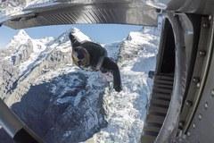 Niesamowity skok. Ze zbocza Jungfrau wprost do samolotu