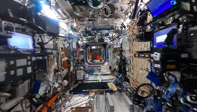 Niesamowity spacer w 360-stopniach po kosmicznym domu [WIDEO]