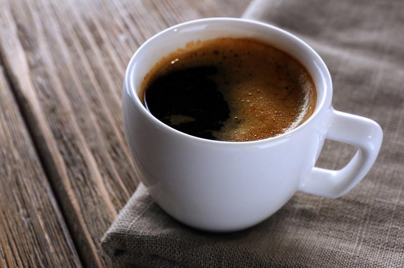 Niesmaczną kawę można łatwo uratować /123RF/PICSEL