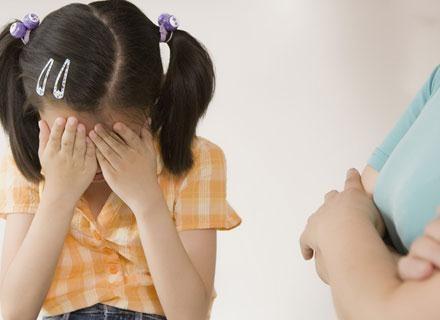 Nieśmiałe dziecko może zamartwiać się na zapas, snując wizje niepowodzeń /© Panthermedia