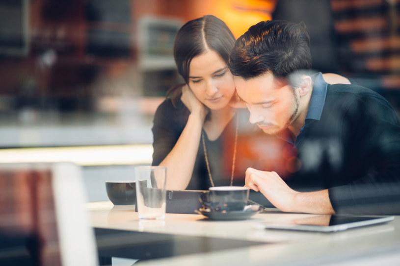 Nieśmiałe osoby to często romantycy /Picsel /123RF/PICSEL