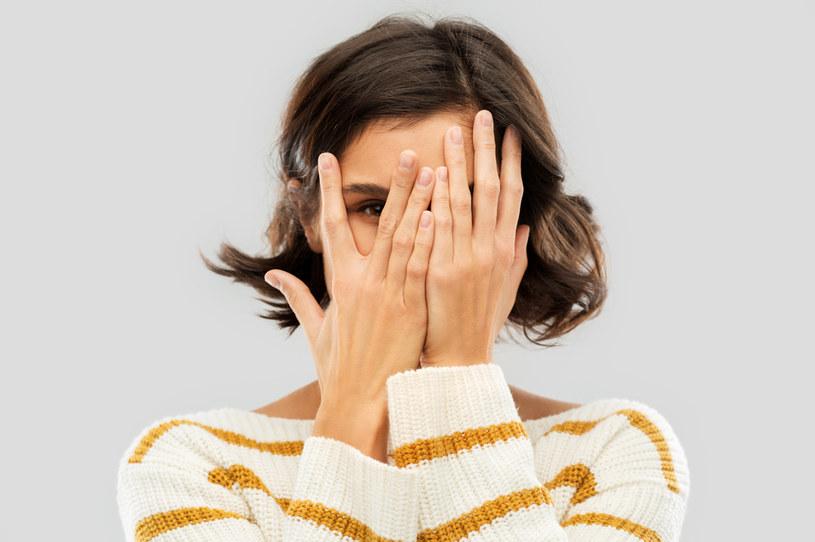 Nieśmiałość może komplikować wiele spraw w dorosłym życiu /123RF/PICSEL