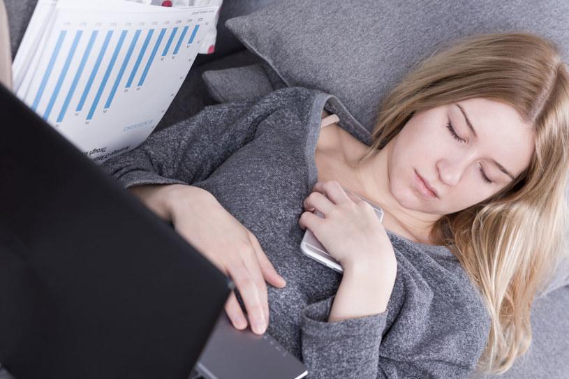 Niespecyficzne objawy cukrzycy łatwo zrzucić na karb przemęczenia nadmiarem obowiązków /123RF/PICSEL