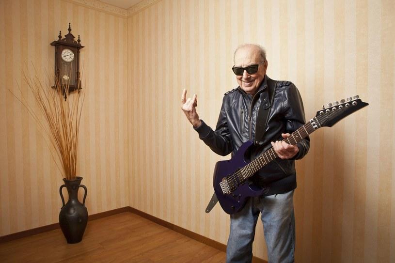 Niespłeniony muzyk - gdyby tylko potrafił grać na swoim ulubionym instrumencie /123RF/PICSEL