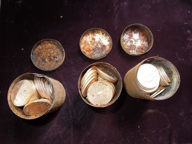 Niespodziewany spadek: 100 kg złota ukrytych w całym domu /AFP