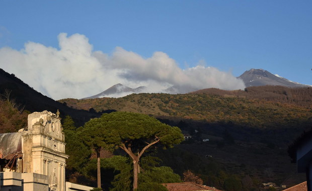 Niespokojna Etna. Jest ryzyko kolejnej erupcji na małej wysokości