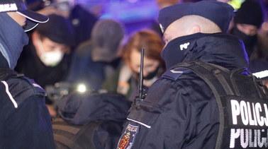 Niespokojnie na proteście przeciwko Przemysławowi Czarnkowi. Policja użyła siły