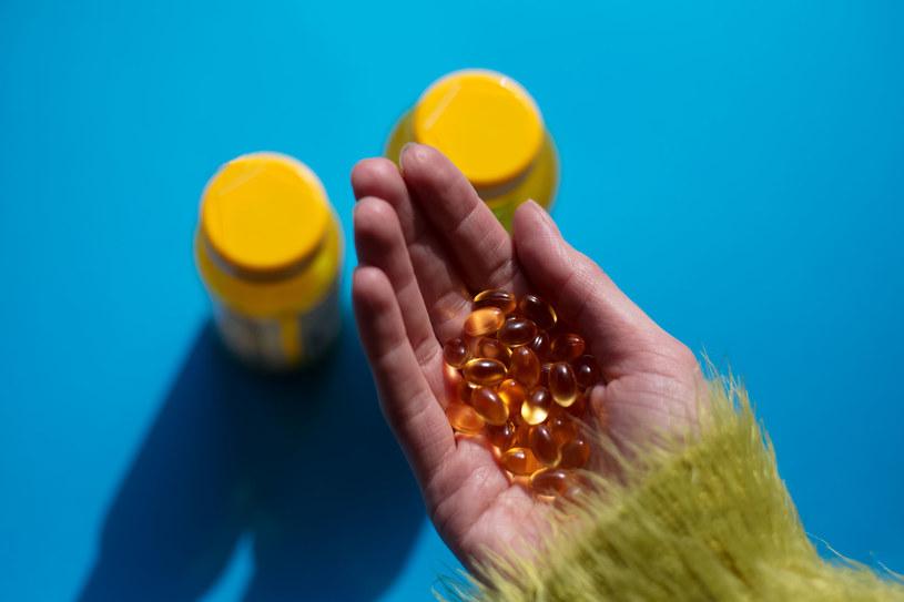 Niesteroidowe leki przeciwzapalne i antybiotyki są nadużywane przez Polaków. Efekt? Chorują nerki /123RF/PICSEL