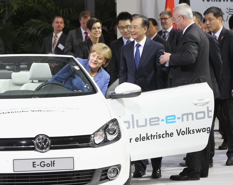 Niestety, klienci nie są tak entuzajstycznie nastawiani do aut elektrycznych, jak władza /Getty Images