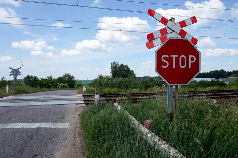 Niestrzeżony przejazd kolejowy, zdjęcie ilustracyjne /Anatol Chomicz /Agencja FORUM