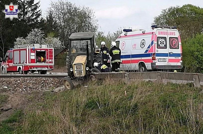 Nietrzeźwy kierowca ciągnika rolniczego wjechał w bariery ochronne /Policja /Policja