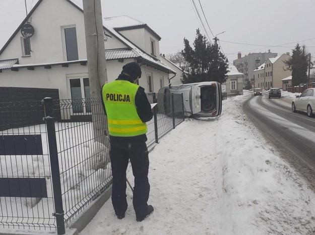 Nietrzeźwy kierowca wjechał w dom /Policja