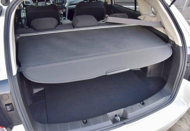 Nietypowe rozwiązanie jak na hatchbacka – roleta zamiast półki. /Motor