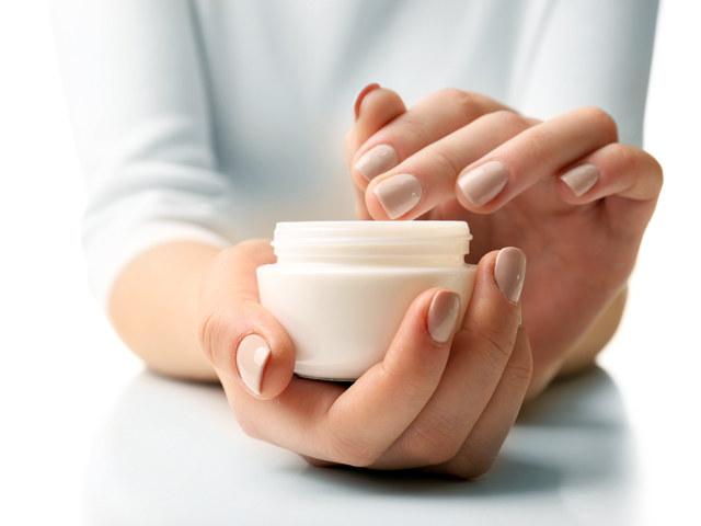 nietypowe zastosowanie kosmetyków /© Photogenica