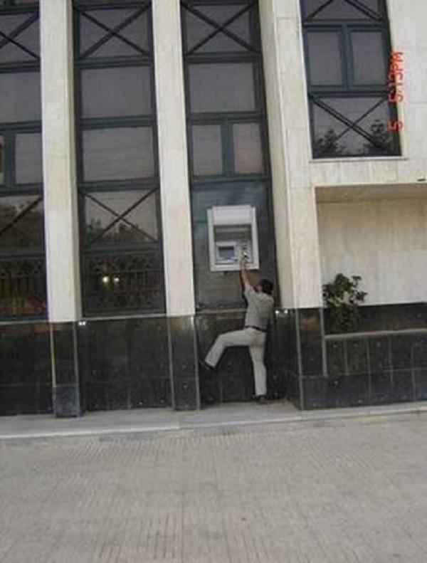 Nietypowy bankomat /humorsharing.com