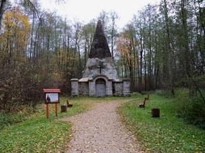 Nietypowy grobowiec na Mazurach //