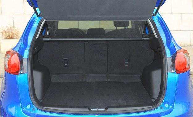 Nietypowy sposób dzielenia tylnego oparcia (40/20/40) poprawia funkcjonalność kompaktowego SUV-a. /Motor