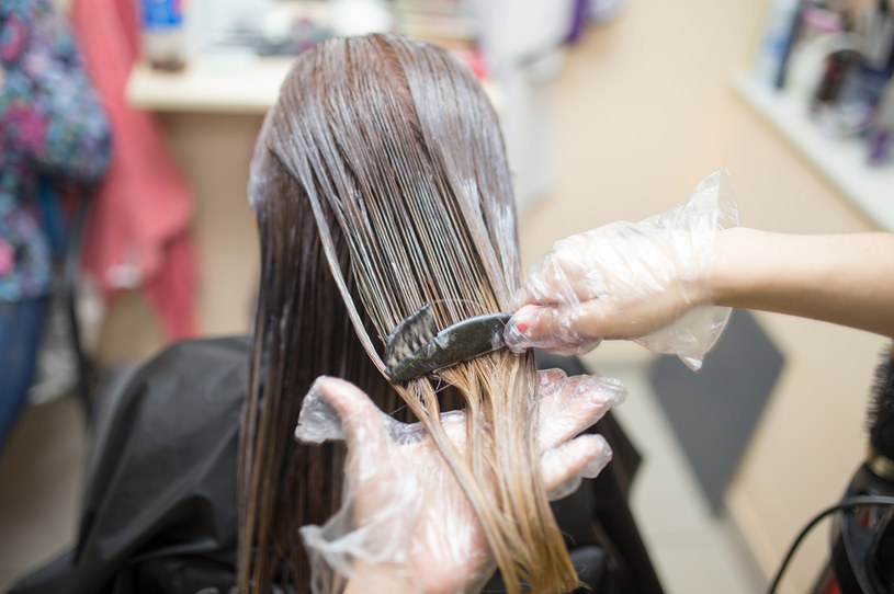 Nieudana wizyta u fryzjera kosztowała 300 dolarów /123RF/PICSEL