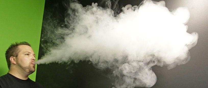 Nieustanna inhalacja odbywa się co parę chwil... /East News