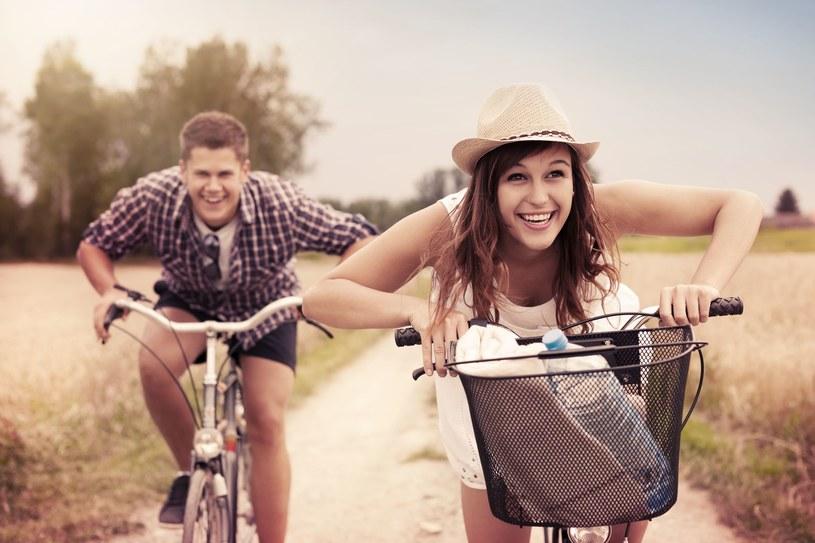 Nieważne, czy mieszkasz w mniejszej miejscowości, w której nieczęsto jeżdżą autobusy, czy w wielkim mieście, w którym nieustannie tworzą się korki - jazda na rowerze pomoże ci zaoszczędzić sporo czasu /123RF/PICSEL