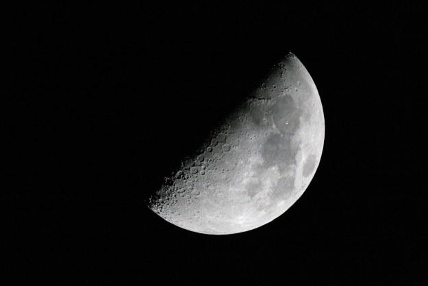 Niewidoczna strona Księżyca jest pozbawiona mórz /NASA